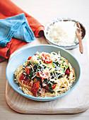 Spaghetti mit Grünkohl und Tomaten