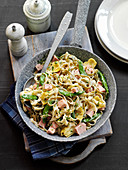 Pasta with ham, artichokes and mangetout