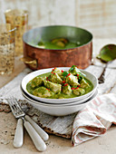 Green chicken curry with coriander leaves