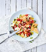 Melonensalat mit Schinken und Tomaten (Low Carb)