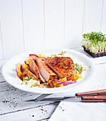 Schweinefleisch mit Paprika und Kresse-Reis (Low Carb)