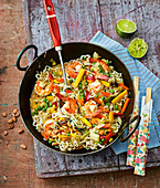 Mie noodles with Asian vegetables and shrimps