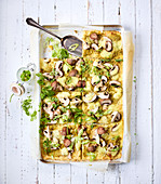 Pesto pizza with mushrooms, spring onions and mozzarella