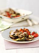 Schweinefilet mit Kräutern, Senf, Zucchini und Tomaten