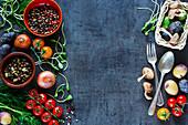 Stillleben mit Gemüse, Kräutern, Pilzen und Gewürzen für die vegetarische Küche