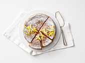 Falsche Torta Caprese (Mandelkuchen, Italien) mit Zitrusfrüchten