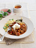 Schweinefleisch-Ananas-Curry mit Reis