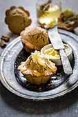 Cinnamon and coffee muffin with honey and butter