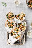 Pita-Wraps mit Huhn, Kichererbsen und Rucola