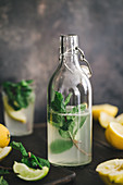Water flavoured with lemon, lime and mint (detox)