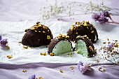 Pistachio ice cream with dark chocolate for Easter (vegan)