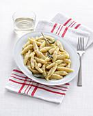 Hausgemachte Gnocchi mit Käse und Salbei