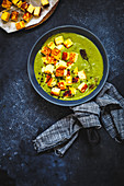 Cubes of fried Paneer simmered in a Spinach Gravy