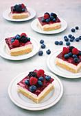 Cream cheese and blackberry slices