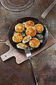 Fish cakes with herbs