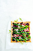 Roast beef tart with horseradish cream