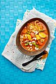 Thai-Gemüsecurry mit Cashewnüssen und Reis