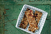 Low-carb muesli and nut bars