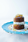 Little spice cakes with glacé ginger cream