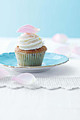 Rosen-Himbeercupcakes zum High Tea