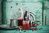 Saft von Kornelkirschen in Flaschen, Kornelkirschmarmelade im Vorratsglas