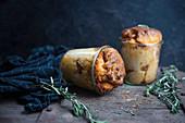 Im Glas gebackenes veganes Pesto-Brot