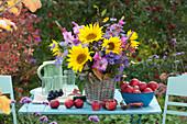 Bunter Herbst-Strauß mit Sonnenblumen, Gladiolen und Astern