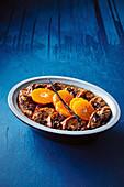 Schokoladenbrioche-Pudding mit Gewürz-Mandarinen