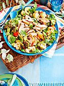 Blumenkohlsalat mit Hähnchen und Brokkoli