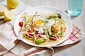 Spaghetti mit Heirloom-Tomaten, Fenchel und Spiegelei