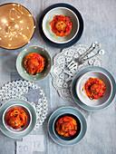 Spaghettinester mit Fleischbällchen und Stängelkohl