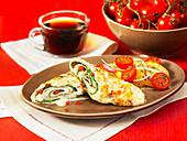 Eiweiss-Omelettröllchen mit Tomatensalat