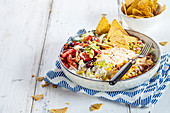 A taco salad bowl with chilli con carne (Mexico)