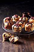 Friands mit Kirschen, Schokolade und Pistazien