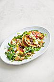 Pikanter Kürbis und Hülsenfrüchtesalat