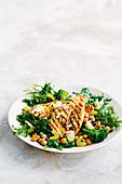 Zitrus-Knoblauch Huhn mit warmem Gemüsesalat