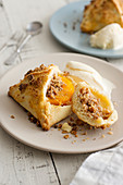 Shortbread tarts with peach, nuts and cinnamon