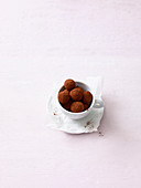 Vanilla truffles with avocado and cinnamon