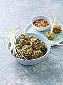 Vegane Quinoa-Nuggets mit Edamame und Umeboshi-Sauce