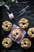 Vegan Easter wreaths with icing