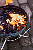 Brennendes BBQ-Feuer