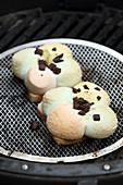 Marshmallow Toasts mit Schokostückchen vom Grill