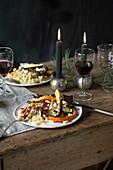 Spätzle mit geröstetem Gemüse, Bratensauce, Mandelfeta und Granatapfel (vegan)