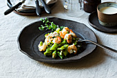 Steamed herb beans with prawns
