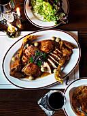Gebratenes Hähnchen mit Champignons