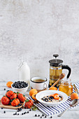 Muesli with fruit, honey and tea