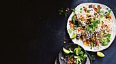 Tamarinden-Ananas-Schweinefleisch mit Reisnudelsalat (Asien)