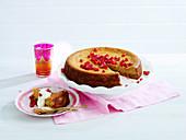 Persischer Love Cake mit Granatapfelkernen