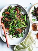 Getreidesalat mit grünen Bohnen, rosa Grapefruit und Ziegenkäse