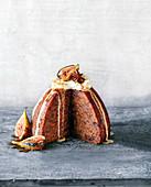 Steamed Pudding mit Feigen, Whiskey, Earl Grey und Chai-Vanillesauce